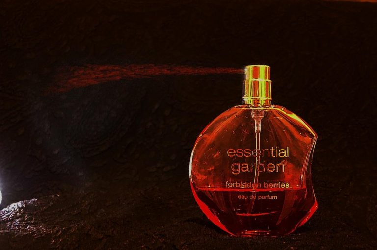 Gdzie można wygodnie kupić perfumy damskie?